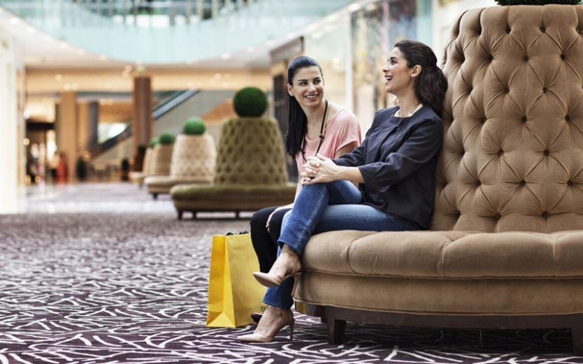 Shopping-Ladies-on_Dubai