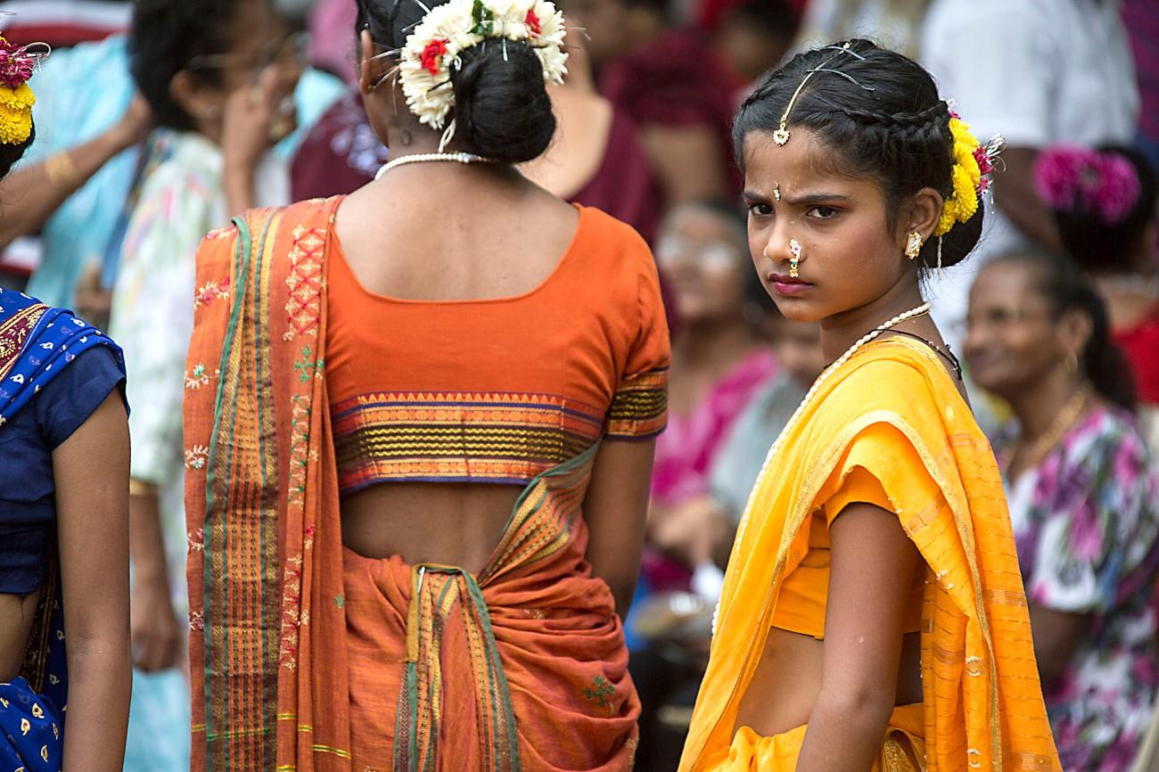 गोवा मुद्रा और भाषा