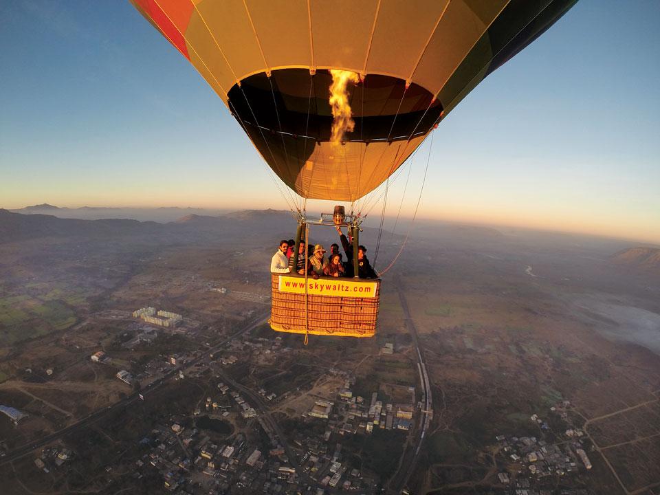 riding a hot air balloon activity