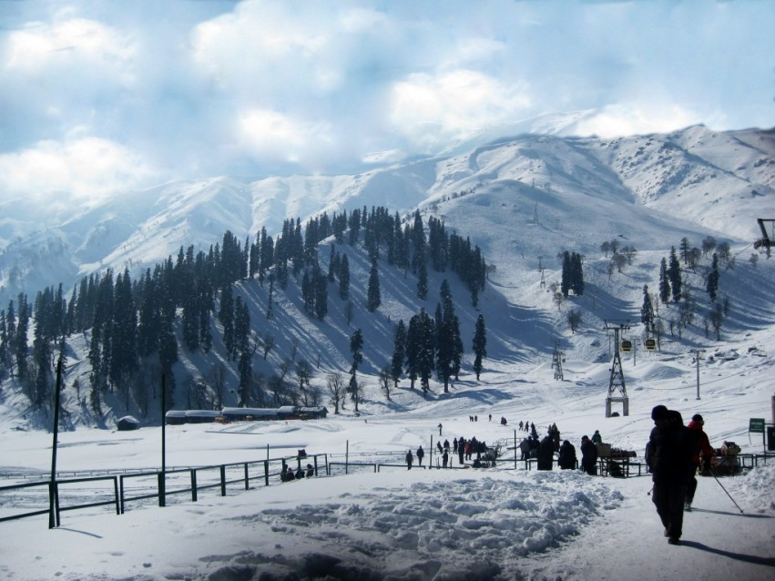 descriptive essay on kashmir Gulmarg | old city | shalimar bagh i wake up around 8 am, quite early by my  usual standard shakeel is due to arrive at 9:30 am so there's time.