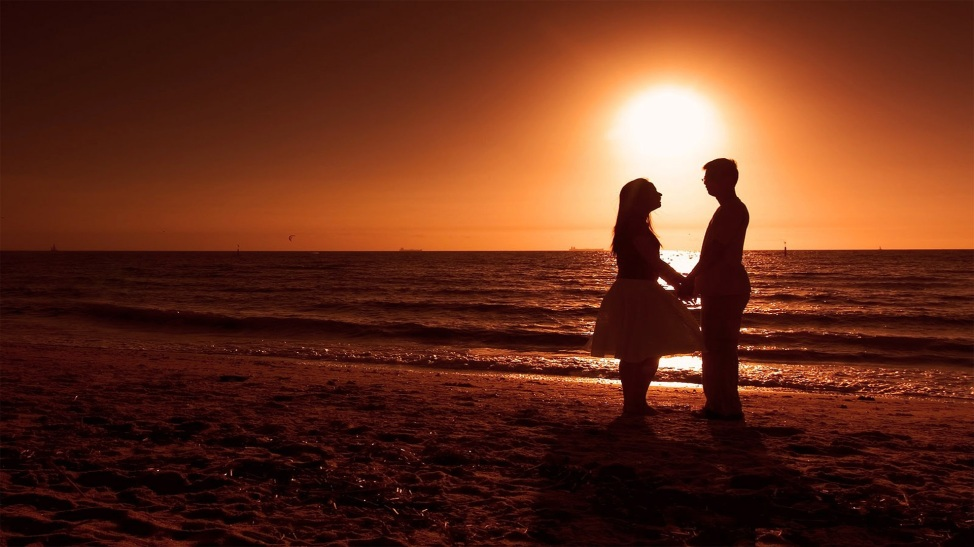 romantic-couple-enjoying-hd-wallpaper