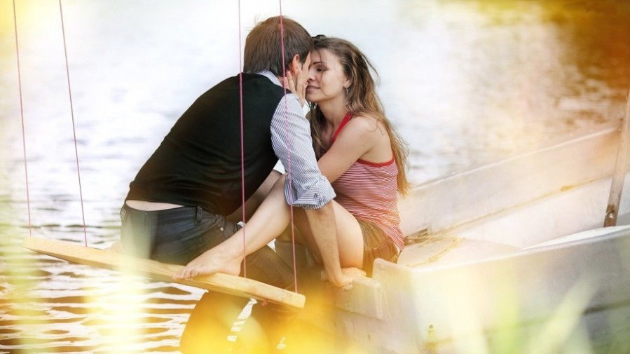 romantic-couple-kiss-hd-wallpapers-915x515