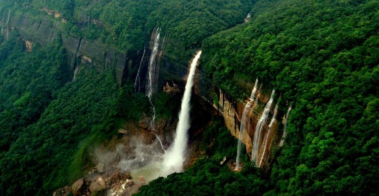 Nohkalikai Falls-Meghalaya